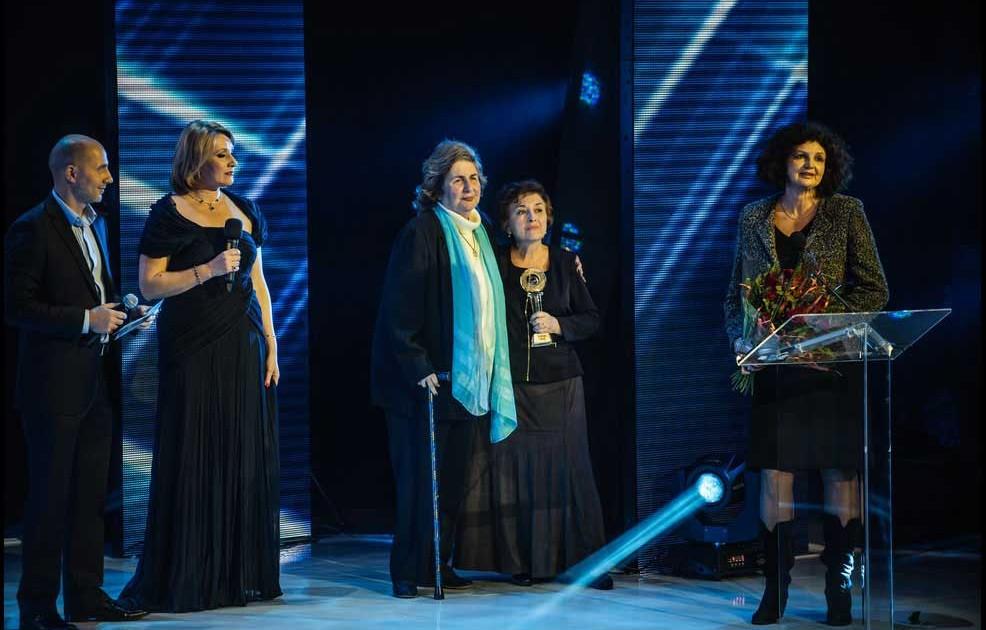 Ruth Bar-On, som er Selahs direktør, mottar prisen.