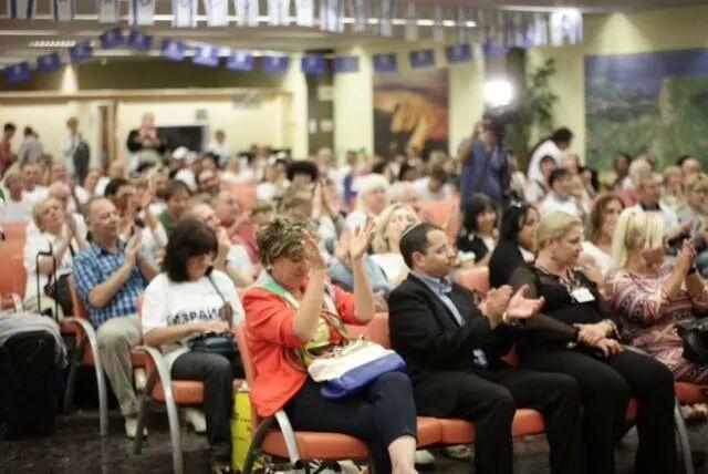 Glade nye israelske borgere. Opprinnelig fra Øst-Ukraina. Her blir de mottatt på Ben Gurion september 2014. Bilde: Ezra