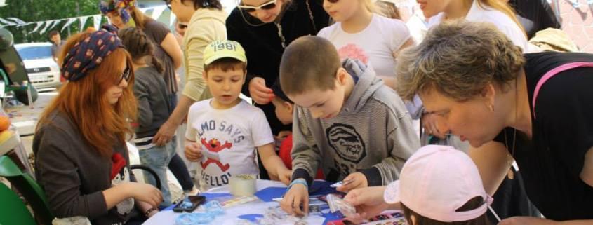 Barna på Machanaims program på ettermiddagen blir godt kjent med israelske tradisjoner.