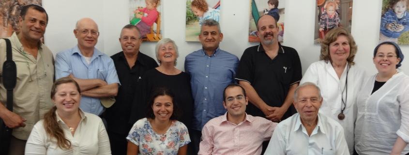 Representanter fra Jerusalem Foundation, Selah, Dental Volunteers in Israel, Shoulder to Shoulder, Israel Association for Immigrant Children, B'Yachad og Tnufa Bakehila sammen med Eli Finsveen og Rebekka Rødner