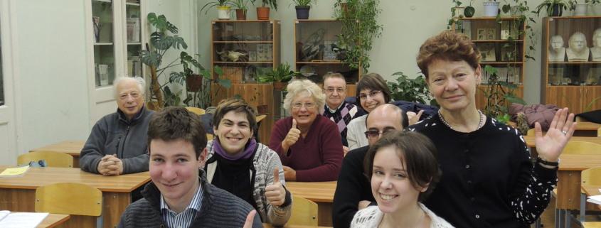 Lea Rosenfeld får elevene til å føle seg hjemme i Israel ved «å gjøre om» klasserommet til Israel hos Ulpan Halom. Foto: Rebekka Rødner