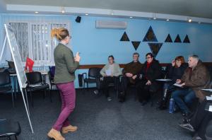 Hebraiskundervisning i flyktningeleiren. Elevene venter på at immigrasjonpapirene skal bli klare, slik at de kan reise til Israel. Foto: Jewish Agency