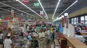 Dyre priser på supermarkedet er realiteten som møter nye immigranter og israelere likt. Det er de som står svakest i samfunnet som blir hardest rammet.