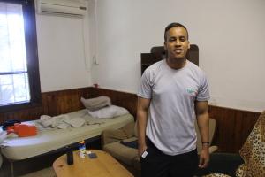 Lære og spare er Bennys (25) fremste ambisjoner i løpet av året ved Gan Shmuel. Han har eget rom, røker ikke og lærer å ta ansvar og organisere sin egen hverdag. Foto: Mona Ø. Beck
